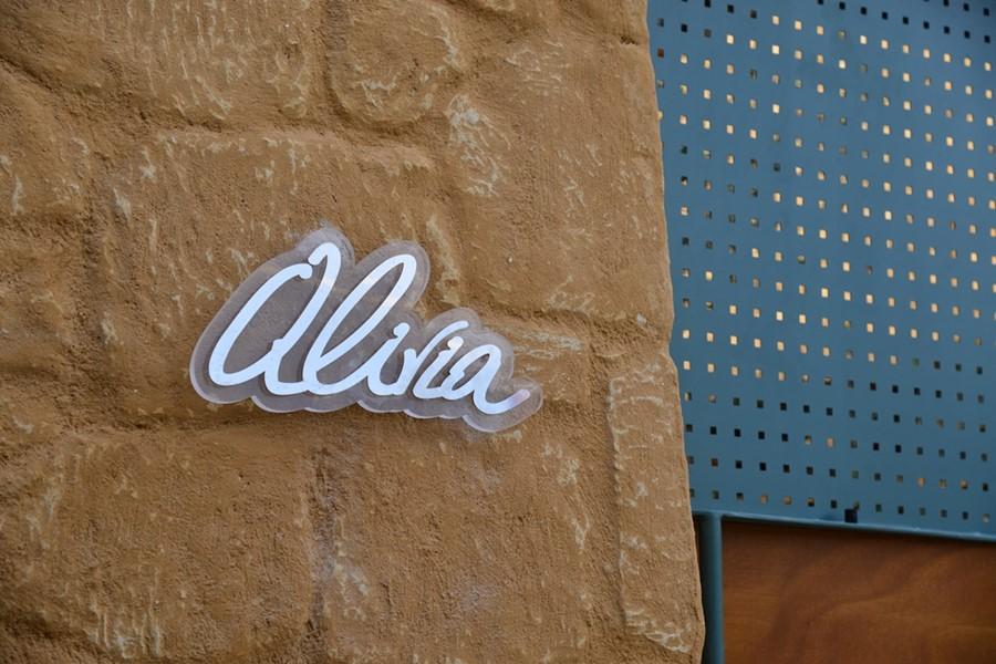 alivia sign
